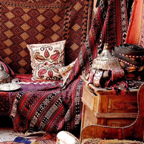 Buying Turkish carpets 101: how to get exactly what you want : http://www.theguideistanbul.com/article/buying-turkish-carpets-101-how-get-exactly-what-you-want